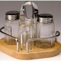Набор для специй (соль, перец, зубочистки) на деревянной подставке
